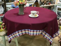 Tablecloths and napkins made of natural linen